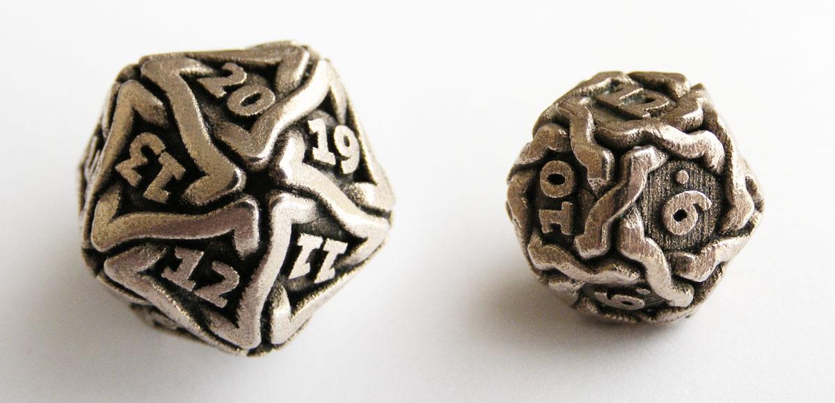 De twaalfzijdige (D12) en tienzijdige (D10) dobbelsteen