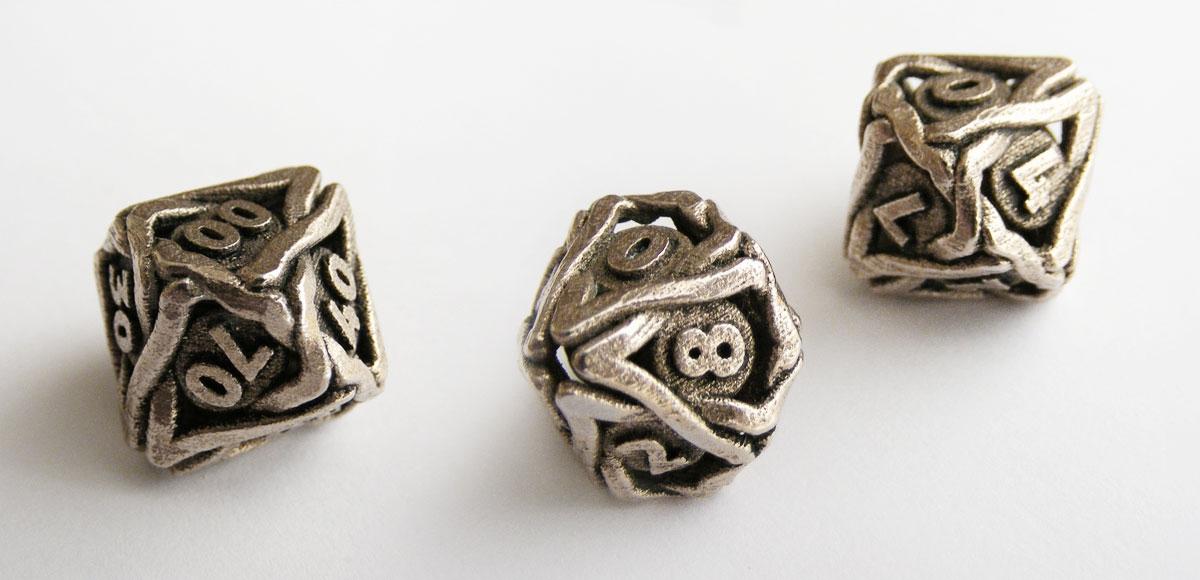 De twee verschillende tienzijdige dobbelstenen (D10 en 10D10/Decader)